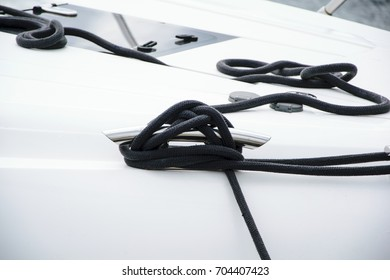Mooring rope tied in a knot