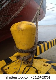 mooring ships to the dock with norays, ties and bitas