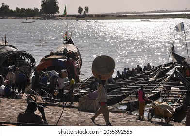 Mopti, Mali - December, 31, 2014: market along the Niger river