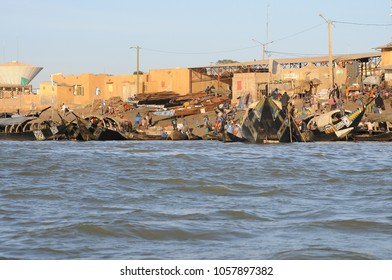 Mopti, Mali - December, 31, 2014: Unidentified people packing parcels near by a vessel at the harbor on the Niger River