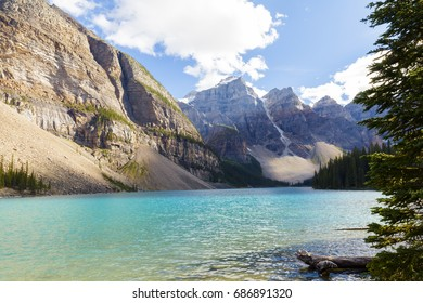moraine lake banff national park alberta canada british columbia