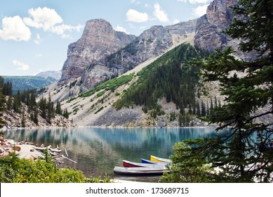 Moraine Lake, a glacially-fed lake in Banff National Park, Alberta, Canada, situated in the Valley of the Ten Peaks. Surrounded by the snow covered peaks of the Rocky Mountains.