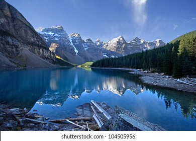 Moraine Lake, Lake Louise, Banff National Park, Alberta, Canada.