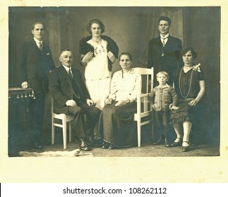 MORAVIA, CZECHOSLOVAK REPUBLIC, CIRCA 1935 - The whole Family / generation - circa 1935