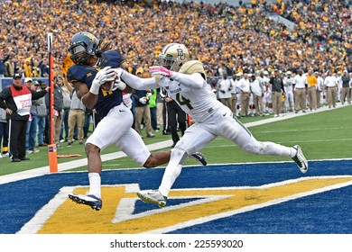 MORGANTOWN, WV - OCTOBER 18: West Virginia Mountaineers wide receiver Kevin White (11) completes a catch for a touchdown during the Big 12 football game October 18, 2014 in Morgantown, WV.