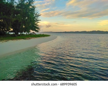 MORNING BEACH VIEW HOGA ISLAND WAKATOBI