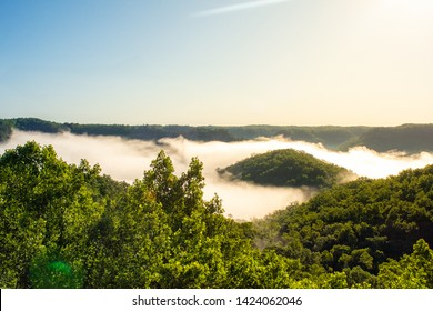 Morning fog fills the valleys in Red River Gorge in Kentucky, US