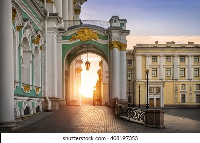 Morning at the Hermitage, and the sun shines on the pavement