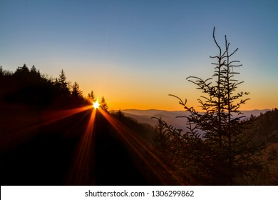 The morning sun rises over the Appalachian ridges of the Great Smoky Mountains National Park near the border of Tennessee and North Carolina, USA.