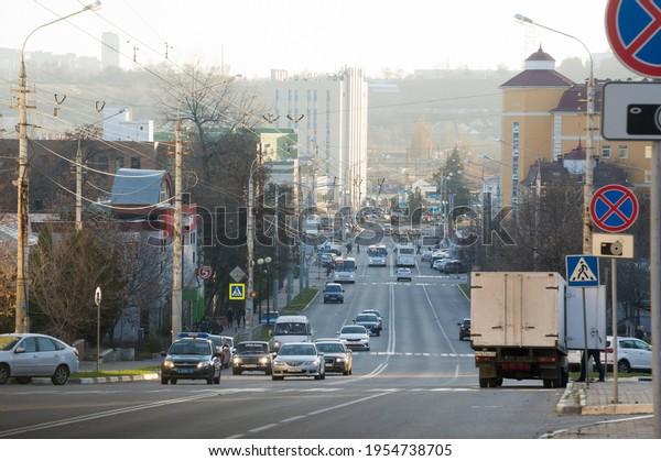 morning-traffic-on-broad-road-600w-19547