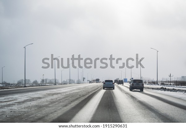 morning-traffic-on-highway-outside-600w-