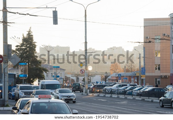 morning-traffic-parking-on-broad-600w-19