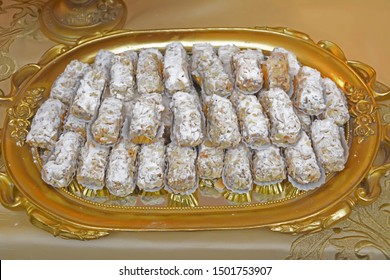 Moroccan biscuits are served with tea. Moroccan biscuits are offered at the wedding and Eid al-Fitr. cookies morocco