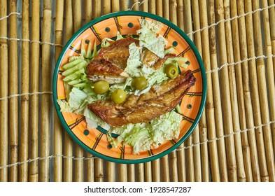 marokkanisch gegrillter Makrele, Fischfilets und Salat