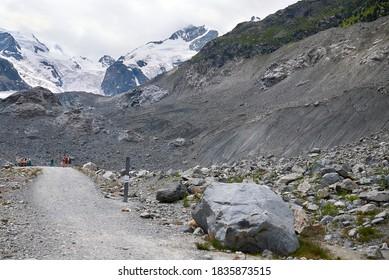 Morteratsch, Schweiz - 22. Juli 2020 : Blick auf den Morteratsch Gletscherpfad