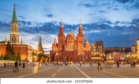 MOSCOU, RUSSIA, MAY 22, 2019: The Red Square at night looks like a fairy tail - Moscou, Russia