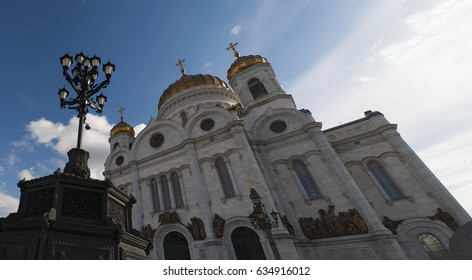 Moscow, 26/04/2017: view of the Cathedral of Christ the Saviour, the tallest Orthodox Christian church in the world, on the northern bank of the Moskva River and a few blocks southwest of the Kremlin