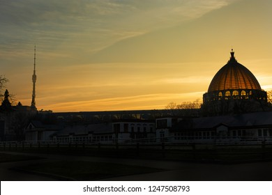 """Moscow. Autumn 2018. VDNH. The dome of the pavilion """"Cosmos"""" at sunset in the fall. pavilion """"Outer space"""""""