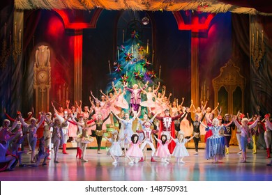 MOSCOW - DEC 30: Final of performance The Nutcracker at the Cultural Center ZIL on December 30, 2012, Moscow, Russia. Most of the roles played by dancers Childrens Ballet Theatre of the Center