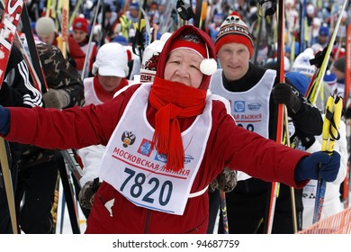 """MOSCOW - FEBRUARY 5 : unidentified  Participants of traditional mass ski competitions """"The Moscow ski track - 2012"""" February 5, 2011 in Moscow, Russia."""