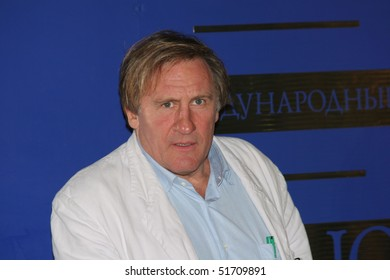 MOSCOW - JULY 2 : Gerard Depardieu  attends the press conference at the 28th International Moscow Film Festival on July 2, 2006 in Moscow, Russia