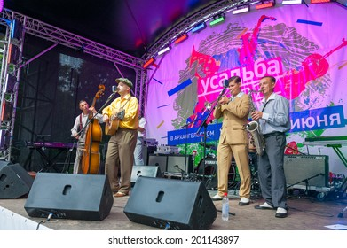 """MOSCOW - JUNE 15: Director Azovskogo Morya group performs at XI International Jazz Festival """"Usadba Jazz"""" in Archangelskoye Museum-Mansion on June 15, 2014 in Moscow"""