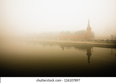 Moscow Kremlin in smoke of fire peat bogs