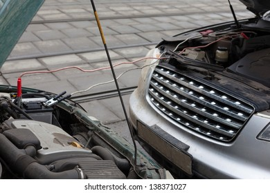 MOSCOW - MAR 19: Infiniti fx35 jumpstart other car to start the engine on March 19, 2012 in Moscow, Russia. According to the company Consumer Reports Japanese cars most reliable.