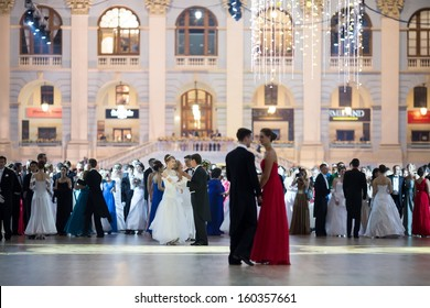 MOSCOW - MAY 25: Pairs in beautiful dress at 11th Viennese Ball in Gostiny Dvor on May 25, 2013 in Moscow, Russia.