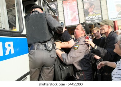 MOSCOW - MAY 31: Police officers detain people during a banned anti-Kremlin protest in Moscow, May 31, 2010 in Moscow, Russia.