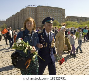 MOSCOW - MAY 9, 2014: Holiday Victory Day devoted to victory in Second World War, war veteran on the street.
