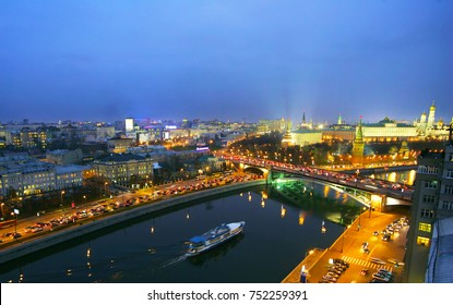 Moscow at night. view of the Kremlin