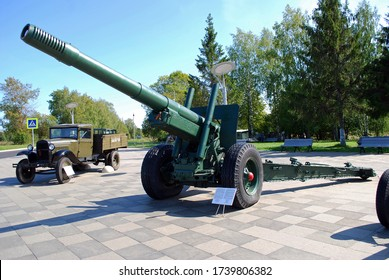 "Moscow oblast. Russia. August 30, 2019. The Village Dubosekovo. 152-mm Soviet howitzer-gun ML-20 ""Emelya"" near the memorial ""Panfilov Heroes""."