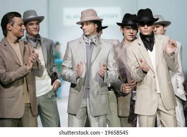 MOSCOW - OCTOBER 24:Group of models display creations by Russian designer Slava Zaitsev during Moscow Fashion Week October 24, 2008 in Moscow, Russia.