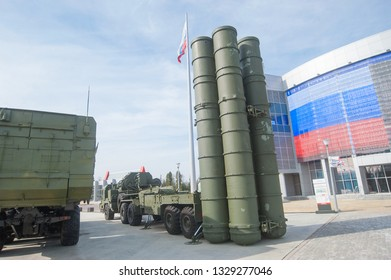 """MOSCOW REGION, ALABINO, RUSSIA - April 13, 2016 : Launcher 5P85TE2 with truck BAZ-64022 Russian anti-aircraft missile system S-400 in the military-Patriotic Park """"Patriot"""", rear view"""