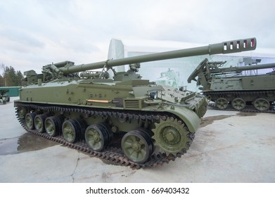 "MOSCOW REGION, RUSSIA - DECEMBER 8, 2015 : Soviet 152-mm army self-propelled gun 2S5 ""Giatsint-s"" (object 307) in the Park ""Patriot"", Moscow region"