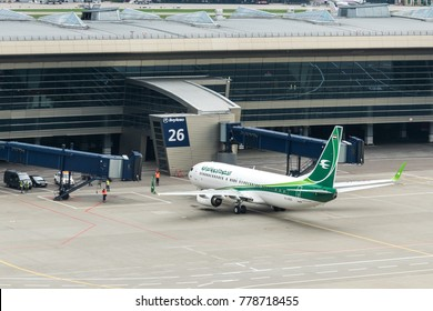 MOSCOW, RUSSIA - 17 september 2017: The airline company Iraqi Airways is moving on the apron of the airport Vnukovo