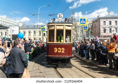 MOSCOW, RUSSIA - 21 april 2018: Tram BF (besfonarny) participates in the tram parade on Chistoprudny Boulevard in Moscow
