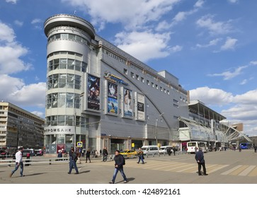 """Moscow, Russia - April 24, 2016: View of the Shopping and Entertainment Centre """"European"""", area of the Kievsky railway station, 2"""