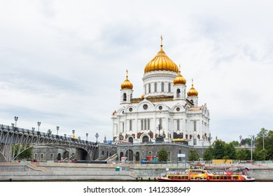 MOSCOW, RUSSIA - August 04, 2017. View of Cathedral of Christ the Savior and Patriarshiy bridge.