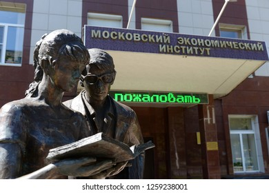 """MOSCOW, RUSSIA - AUGUST 11,2018: Monument to the heroes of the film """"Operation"""" Y """"and other adventures of Shurik"""" in front of the Moscow Economic Institute"""