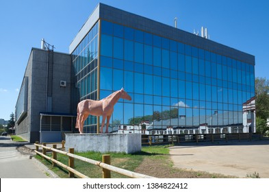 """Moscow, Russia - August 14, 2018: Sculpture of a horse and the pavilion № 55 """"Electrification"""" at ENEA"""