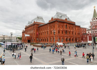 MOSCOW, RUSSIA - AUGUST 19, 2017: Manege Square (Ploshchad Manezhnaya) and Revolution Square (Ploshchad Revolyutsii) with the Historical Museum and unidentified tourists.
