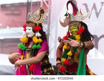 MOSCOW, RUSSIA - AUGUST 20, 2016: A couple of Indonesian dancers performs the traditional dance during the Indonesian Festival 2016