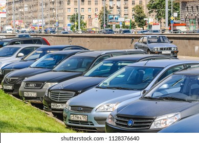 MOSCOW, RUSSIA - August 21, 2010: Car Parking on Prospekt Mira