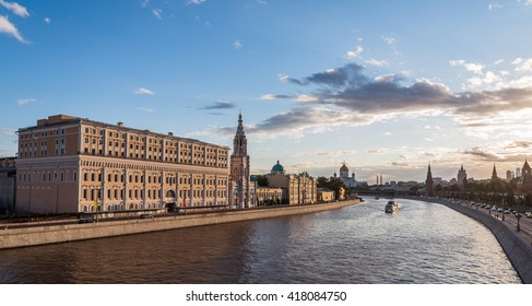 MOSCOW, RUSSIA - AUGUST 30, 2015: The Moscow Kremlin and Moscow-river at sunset. Panorama.