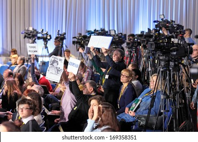 MOSCOW, RUSSIA - DEC 19, 2013: Journalists, the participants of the annual press conference of the President of Russia Vladimir Putin, in Center of international trade