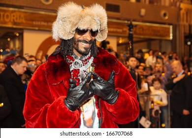 """Moscow, Russia - December 6, 2013: Snoop Dogg arrives to large department store of Moscow """"June"""" to put a star with his name in Moscow, Russia on December 6, 2013"""