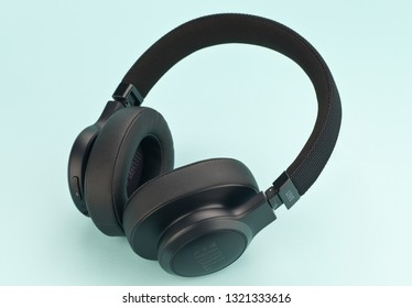Jbl Headphones Images, Stock Photos & Vectors | Shutterstock