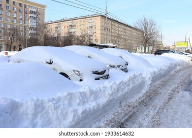 Moscow. Russia. February 20, 2021. Profsoyuznaya Street. Cars covered with snow. snowfall.